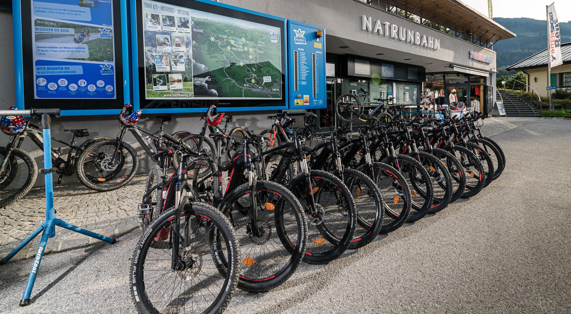 Verschiedene Mountainbikes